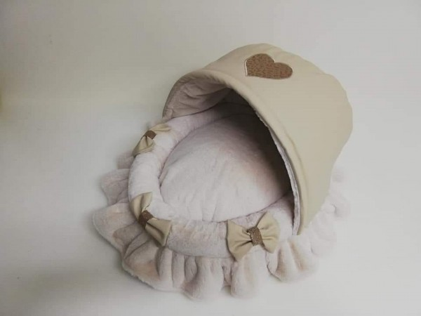 Eh Gia Cradle - in Beige mit Herzapplikation""